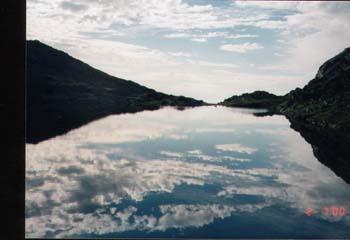 skyer i vann